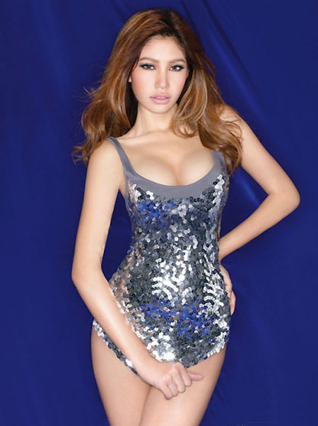 Thai model Run in sexy dress