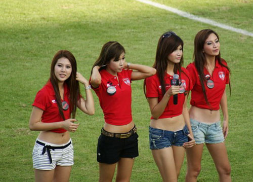 Thai football cheerleaders