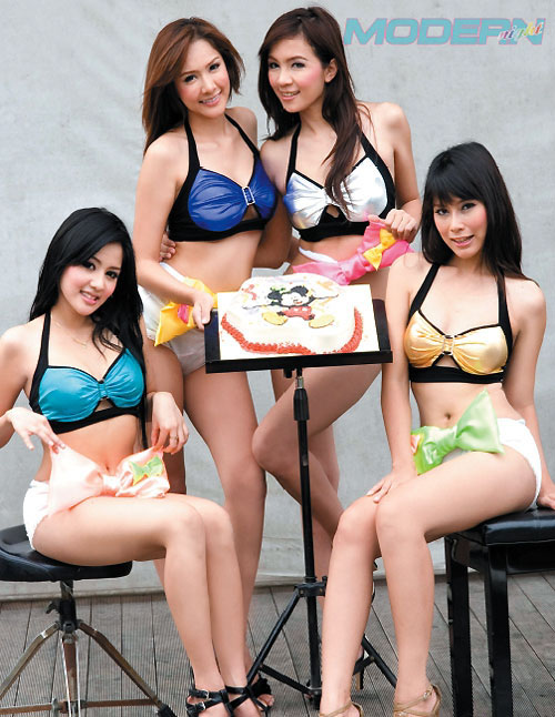 Four young Thai girls from Modern Night