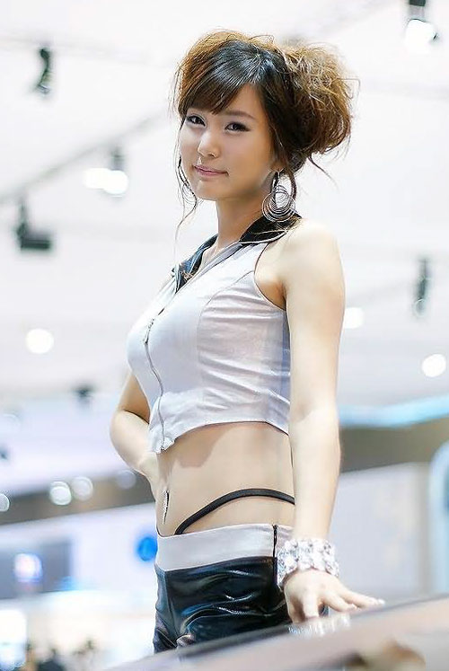 Seoul motor show booth babe