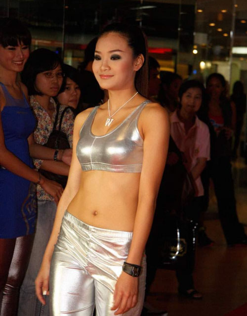 Nuy Kesarin struts in skin tight silver outfit