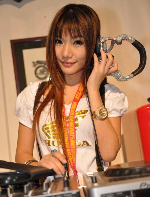Thai model Tokyo at BITEC motor show