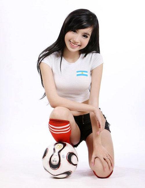 Elly Tran Ha World Cup fan