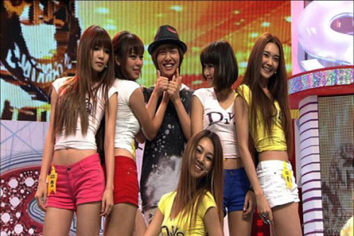 Thai girl group G20 meets Onew