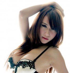 Busty Thai model Nong Atom