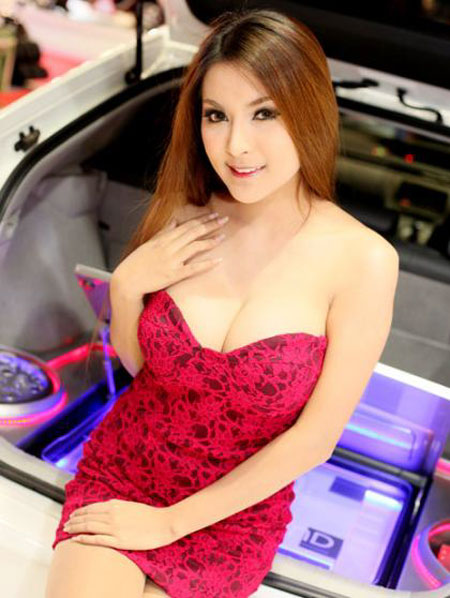 Booth babe for Pioneer car stereo is hot