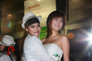 Girl hugging Pimai at Laem Thong motor show